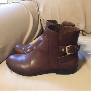 Never worn Bass boot size 9M in brown